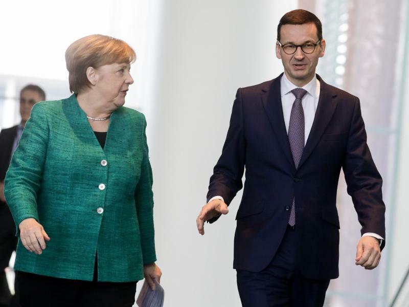 Morawiecki und Merkel - Foto: Kay Nietfeld