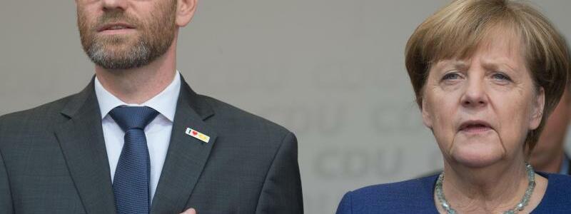 Tauber und Merkel - Foto: Swen Pförtner