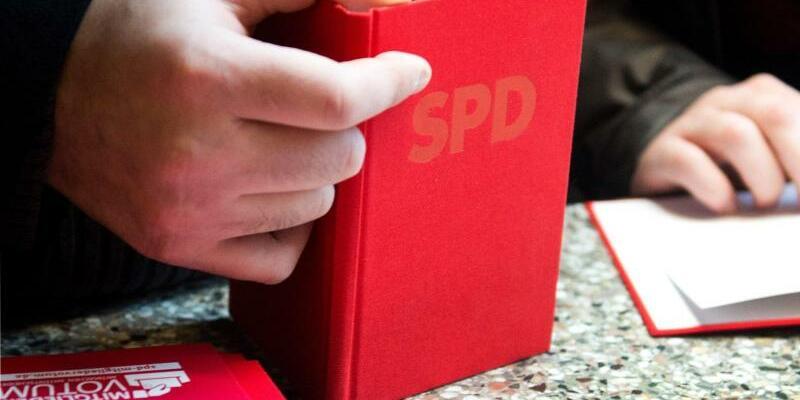 Parteibuch - Foto: Bernd Thissen