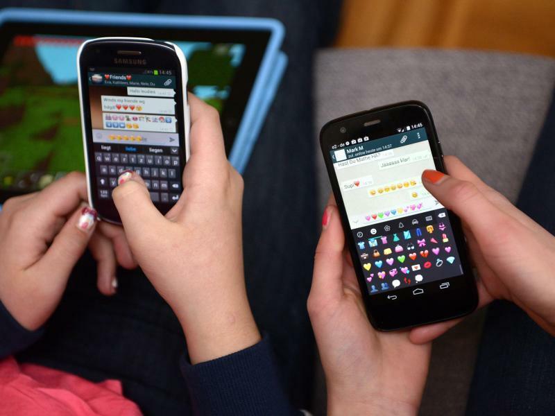 Jugendliche mit Smartphone - Foto: Henning Kaiser