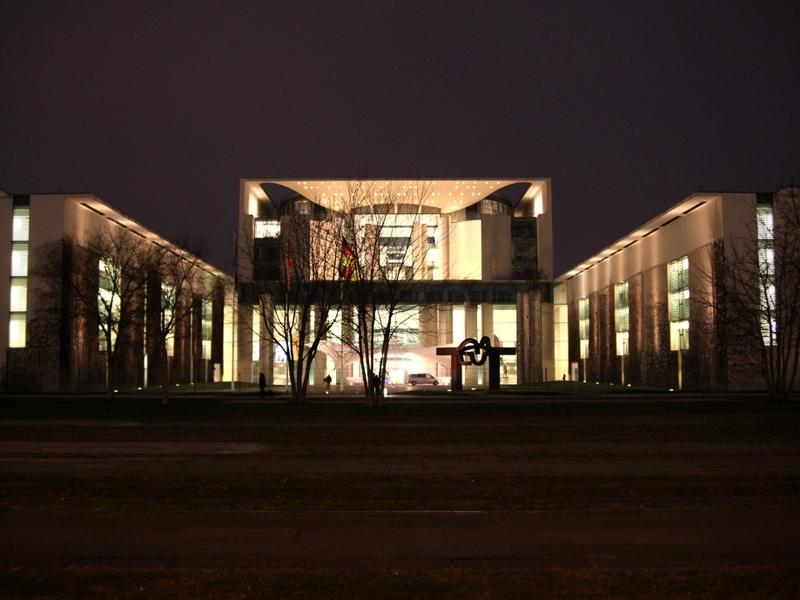 Bundeskanzleramt bei Nacht - Foto: über dts Nachrichtenagentur