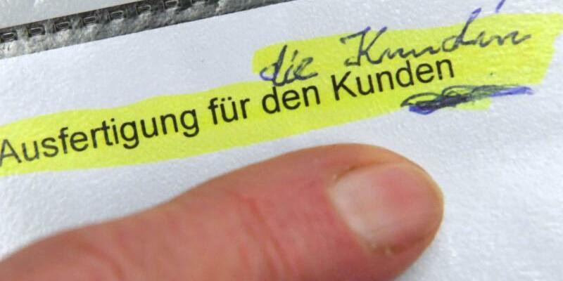 Klage einer Sparkassenkundin - Foto: Uli Deck