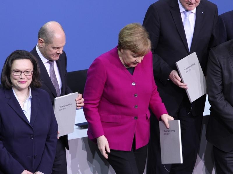Scholz, Merkel und Seehofer mit Koalitionsvertrag 2018-2021 - Foto: über dts Nachrichtenagentur