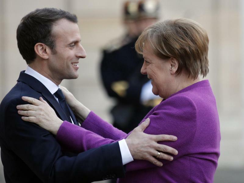 Bundeskanzlerin besucht Paris - Foto: Francois Mori/AP