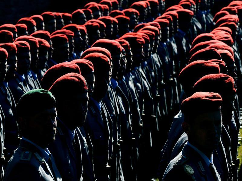 Soldaten - Foto: Martin Schutt/Archiv