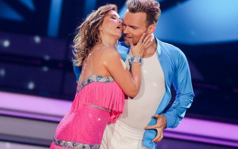 Let's Dance - Foto: Für Schauspielerin Tina Ruland und Profitänzer Vadim Garbuzov gingen zu wenige Zuschaueranrufe ein. Foto:Rolf Vennenbernd