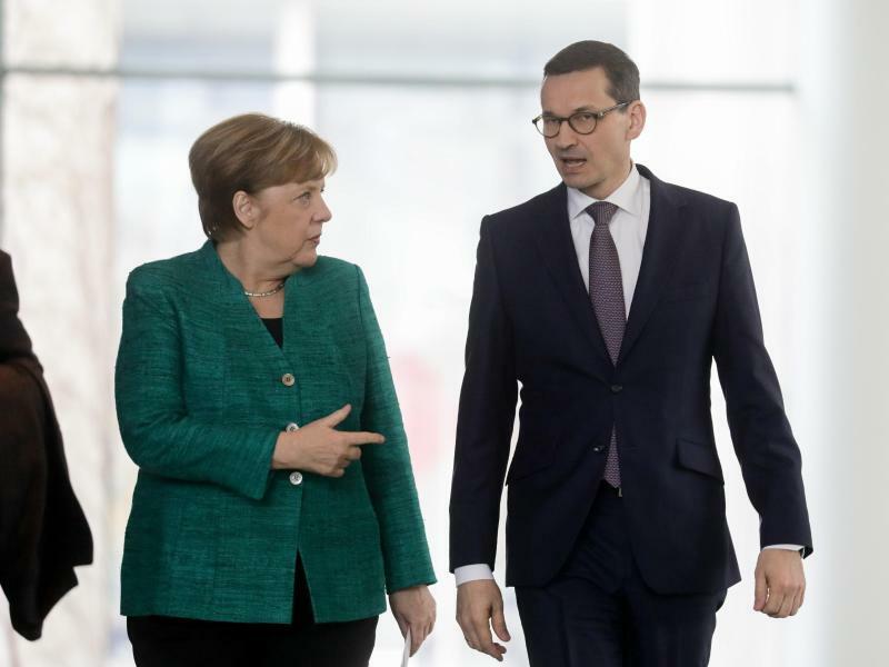 Merkel und Morawiecki - Foto: Kay Nietfeld