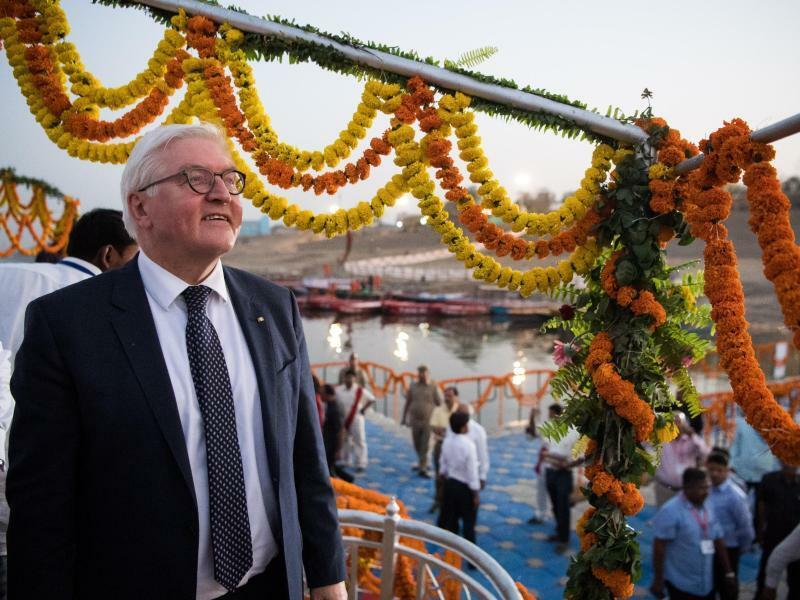 Ganga Aarti Zeremonie - Foto: Bernd von Jutrczenka