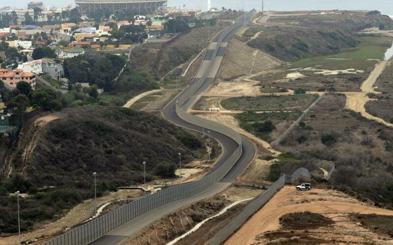 Grenze zwischen Mexiko und Kalifornien - Foto: Mike Nelson