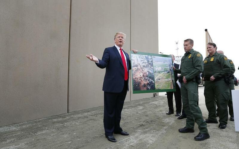 Werbung für die Mauer - Foto: K.C. Alfred/San Diego Union-Tribune via ZUMA