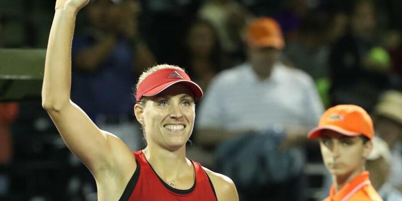 Im Viertelfinale - Foto: Angelique Kerber freut sich über ihren Sieg und winkt den Zuschauern. Foto:Smg/SMG via ZUMA Wire