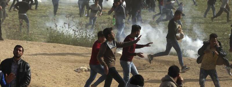 Tränengas - Foto: Khalil Hamra/AP