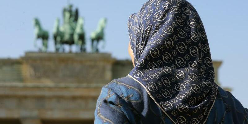 Vor dem Brandenburger Tor - Foto: Wolfgang Kumm
