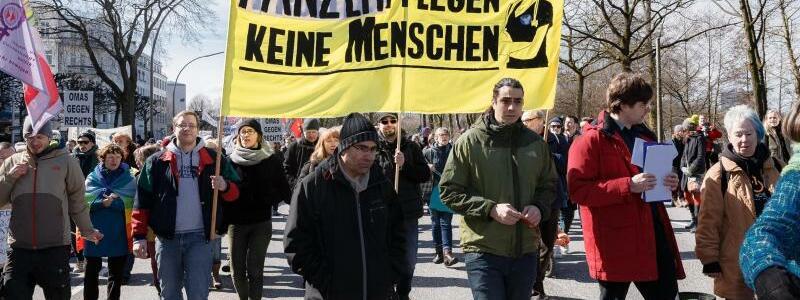 Protestbanner in Hamburg - Foto: Markus Scholz