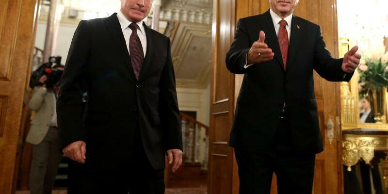 Putin und Erdogan - Foto: Russlands Präsident Putin und der türkische Staatschef Erdogan suchen nach Wegen, das Kriegselend in Syrien zu beenden. Foto:Tolga Bozoglu/EPA