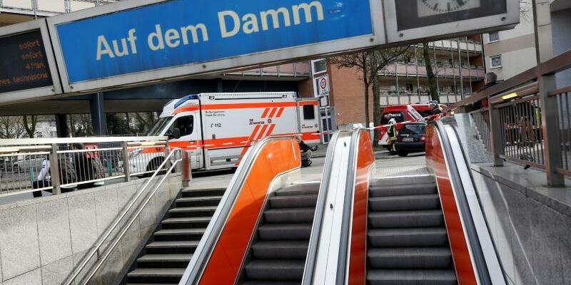 U-Bahnen zusammengestoßen - Foto: Roland Weihrauch