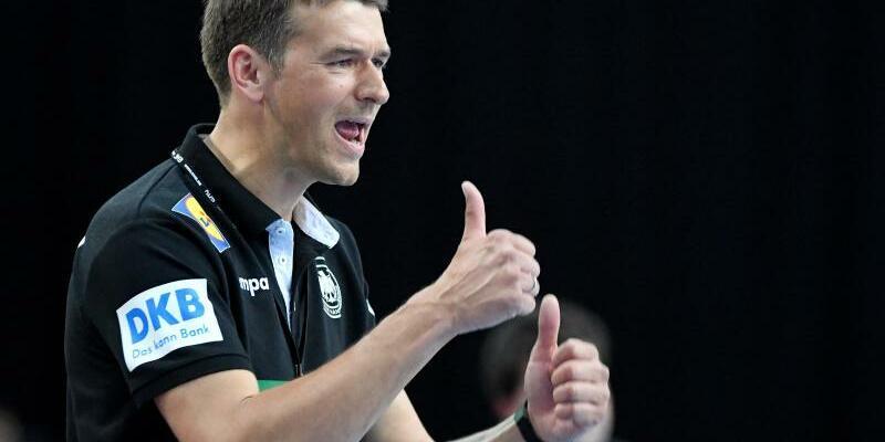 Daumen hoch - Foto: Mit dem Sieg im Spiel gegen Serbien ist Bundestrainer Christian Prokop und dem DHB-Team der Neustart gelungen. Foto:Monika Skolimowska