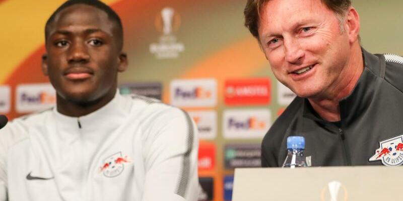 Masterplan - Foto: Leipzigs Trainer Ralph Hasenhüttel will mit den Franzosen Ibrahima Konaté (l) und Dayot Upamecano die Abwehr verstärken. Foto:Jan Woitas
