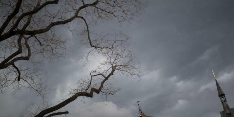 Dunkle Wolken über Stuttgart - Foto: Marijan Murat