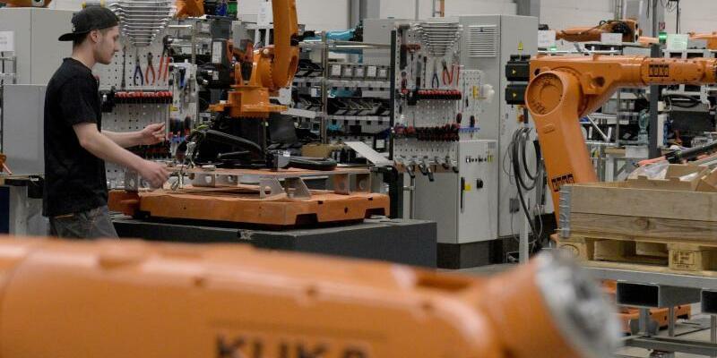 Produktion bei Kuka - Foto: Beim Maschinenbauer wird ein Industrieroboter montiert. Foto:Stefan Puchner