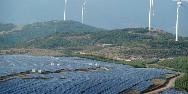Solaranlage in China - Foto: Im vergangenen Jahr entfielen rund 45 Prozent der globalen Investitionen in Ökostrom auf China. Foto:Xinhua