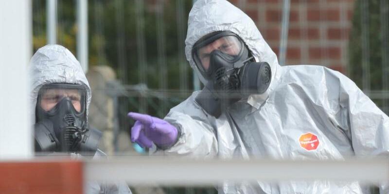 Ermittlung im Schutzanzug - Foto: Andrew Matthews/PA Wire