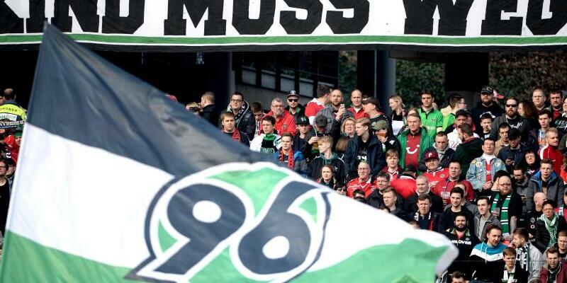 96-Fans - Foto: Swen Pförtner