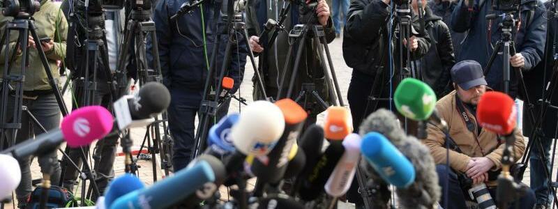 Warten auf Puigdemont - Foto: Axel Heimken