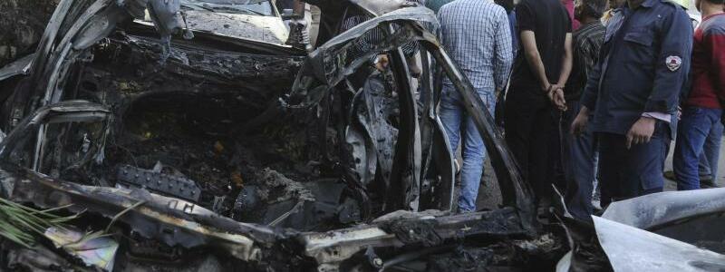 Zerstörtes Auto - Foto: SANA/AP