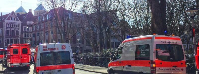 Rettungswagen - Foto: Fahrzeuge der Rettungsdienste und Feuerwehr in der Innenstadt von Münster..Foto:dpa