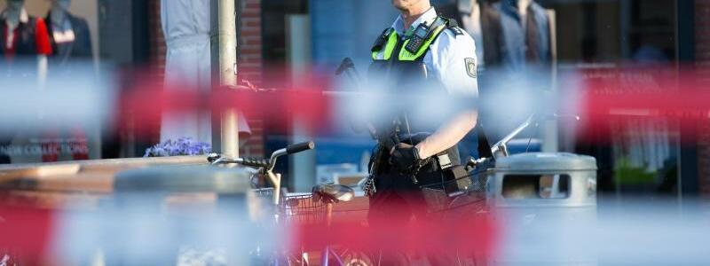 Polizisten - Foto: Friso Gentsch