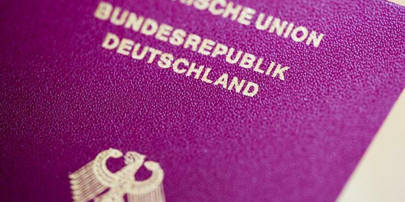 Deutscher Reisepass - Foto: Rolf Vennenbernd