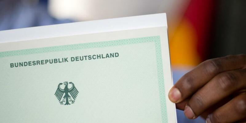 Einbürgerung - Foto: Julian Stratenschulte