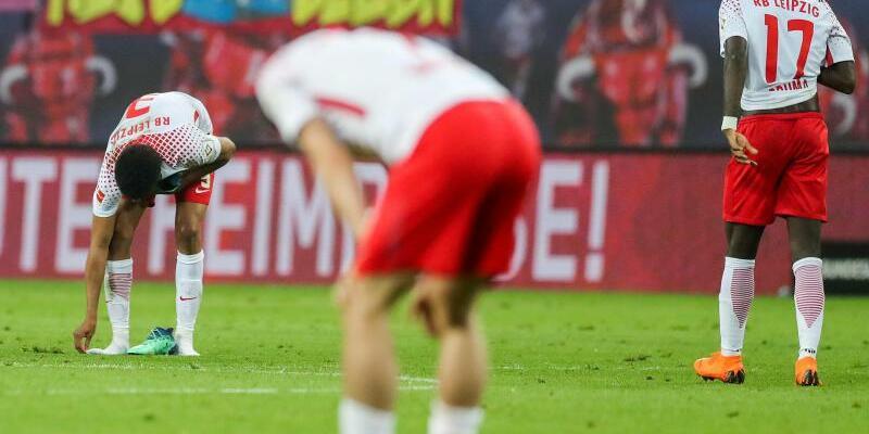 Hängende Köpfe - Foto: Nach der Niederlage gegen Leverkusen haben die Spieler von RB Leipzig seelischen Aufbau nötig. Foto:Jan Woitas