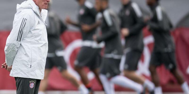 Abschlusstraining - Foto: Jupp Heynckes (l) leitet das Abschlusstraining beim FC Bayern München. Foto:Sven Hopppe