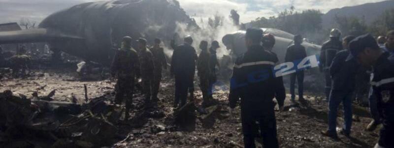Militärflugzeug abgestürzt - Foto: ALG24/AP