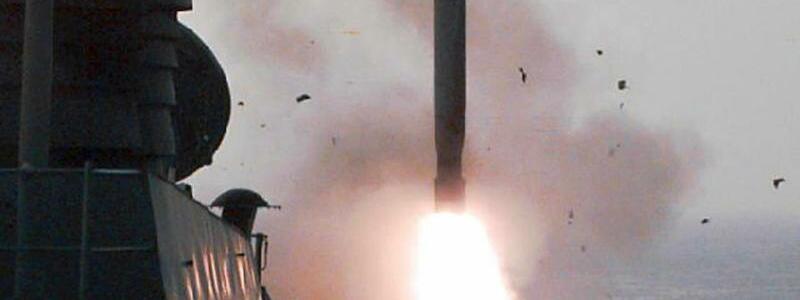Tomahawk-Start - Foto: Eine Tomahawk-Rakete startet von einem US-Kriegsschiff.Foto:USNavy