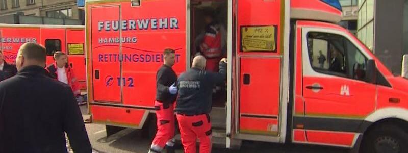 Rettungseinsatz - Foto: Notärzte vor der S-Bahnhaltestelle Jungfernstieg. Foto:Tnn