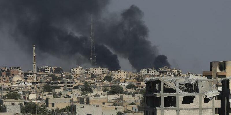 Kämpfe in Al-Rakka - Foto: Hussein Malla/AP
