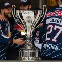 Meister-Pokal - Foto: Im DEL-Finale kämpfen Meister Red Bull EHC München und die Eisbären Berlin um den Pokal. Foto:Matthias Balk