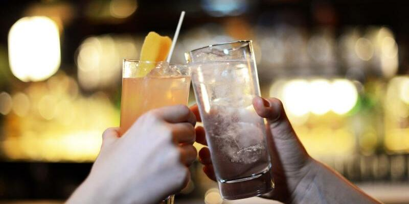 Alkohol - Foto: Jens Kalaene/Symbolbild