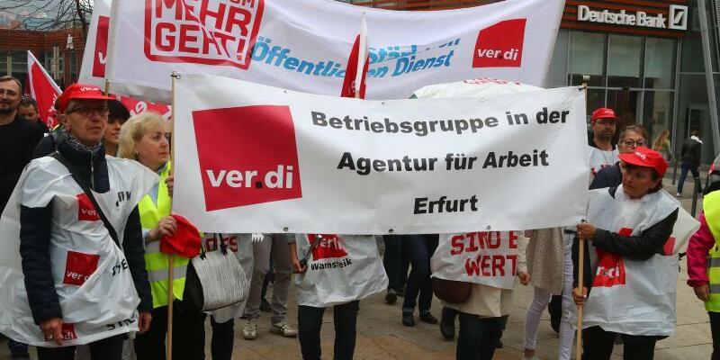 Streikende in Jena - Foto: Bodo Schackow