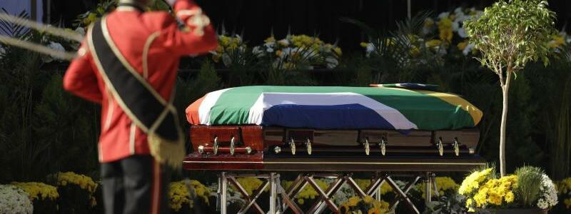 Trauerfeier - Foto: Themba Hadebe/AP