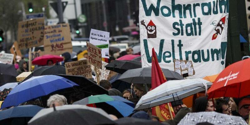 Großdemo gegen Verdrängung - Foto: Über 130 mieten- und stadtpolitische Gruppen aus Berlin haben zu einer Demonstration gegen steigende Mieten aufgerufen. Foto:Carsten Koall