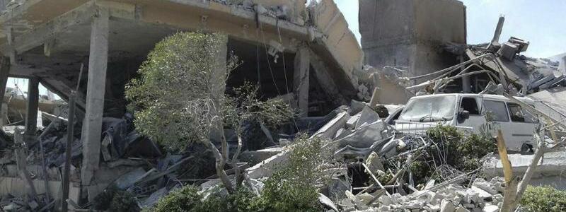 Nach dem Angriff - Foto: SANA/AP