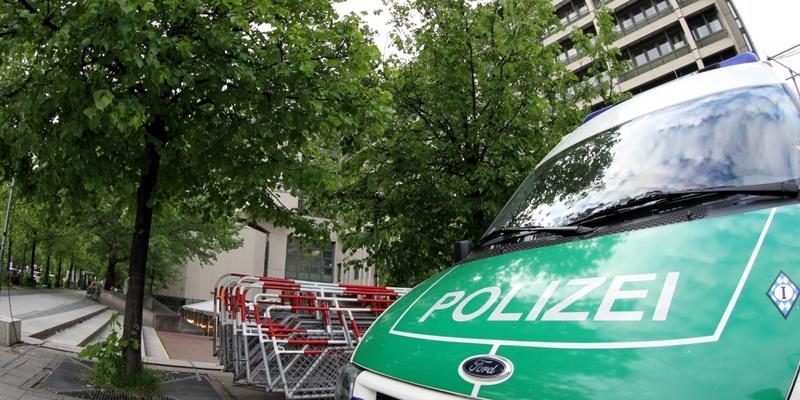 Absperrgitter und Polizei vor dem Strafjustizzentrum München - Foto: über dts Nachrichtenagentur