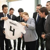 Merkel empfängt DFB-Delegation - Foto: Guido Bergmann/Bundesregierung