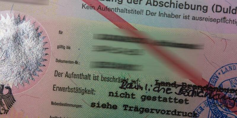 Ausweis für Asylbewerber - Foto: Patrick Pleul