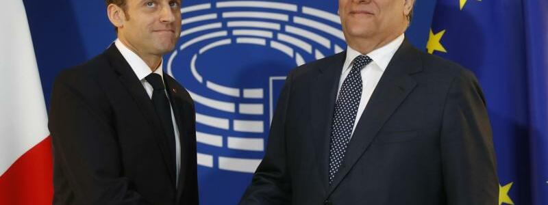 Macron und Tajani - Foto: Jean Francois Badias, AP