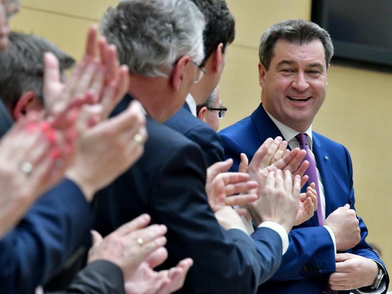 Applaus für Söder - Foto: Applaus für Markus Söder nach seiner ersten Regierungserklärung im bayerischen Landtag:Die Umfragewerte der CSU steigen. Foto:Peter Kneffel